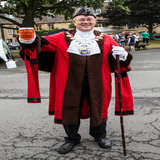 The Court Leet High Bayliff gives the thumbs up to Donnington's BB